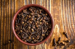 Cloves repel ants